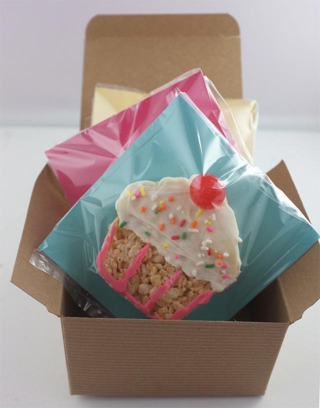 cute birthday gift // cupcake krispies // alanajonesmann.com