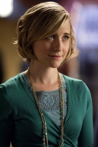 SMALLVILLE - ALLISON MACK PLAYS CHLOE SULLIVAN  1) SHE HAS BEEN CLARKS BEST FRIEND SINCE CHILDHOOD 2) SHE HAS KNOWN HIS TRUE IDENTITY  POWERS SINCE HIGH SCHOOL AND SHE ALWAYS HAS HIS BACK!!