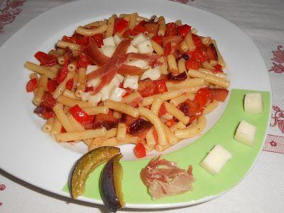 La cucina di ❀ Paola Brunetti ❀: Pasta con peperone, prugne fresche e caciotta di m...