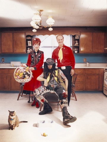 Rob Zombie and his parents..... I LOVE Rob Zombies style :)