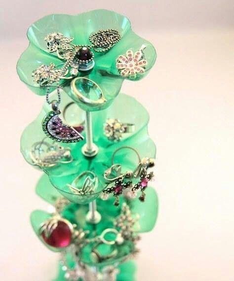 Jewelery holder from plastic bottles