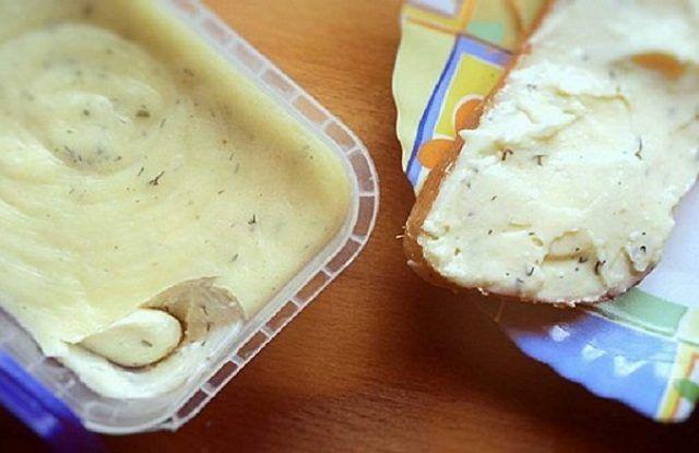 Tak toto Vám nahradí aj vynikajúci chlieb so šunkou! Domáci tavený syr pripravujeme každý víkend a vždy nám pár dní vydrží!