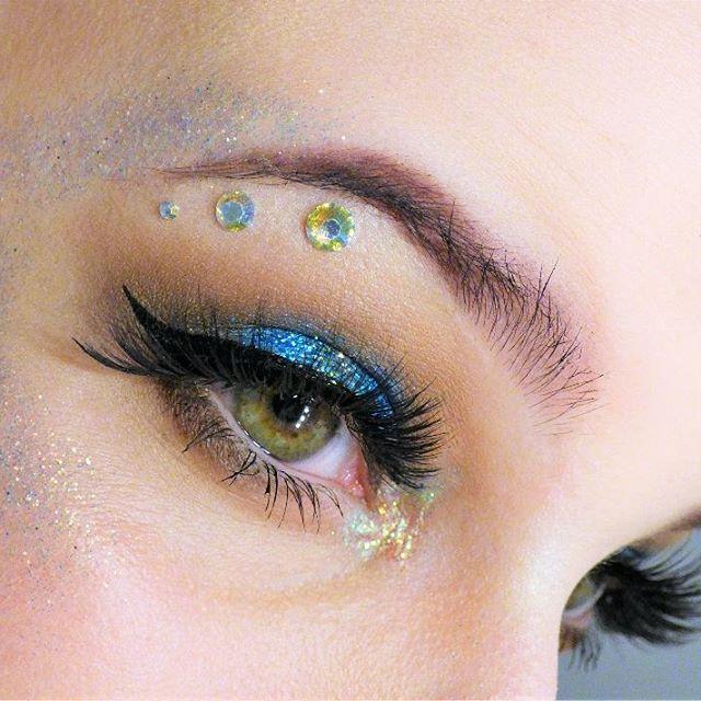 Reposting @tamatheunicorn: Just posted! [Make Up] Glitzer Eskalation Tamatheunicorn.de . . .  #glitter #glittertubes #glitzer #beauty #instagood #blogger #trend #instabeauty #beautiful #amazing #awesome #beautyblogger #tags4likes #makeupartist #hashtag #makeup #flawless #inspo #onfleek #love #unicorn #instamakeup #eyeliner #lipstick #lips #lashes #lethalcosmetics #blue #beautyblog #beautyguru