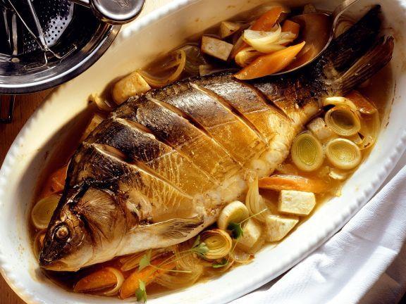 Gebackener Karpfen ist ein Rezept mit frischen Zutaten aus der Kategorie Fisch. Probieren Sie dieses und weitere Rezepte von EAT SMARTER!