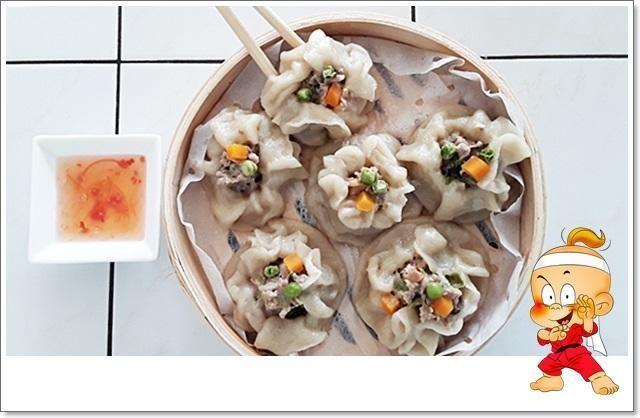Das perfekte Dim Sum - eine Spezialität aus der kantonesischen Küche Chinas-Rezept mit einfacher Schritt-für-Schritt-Anleitung: Beide Mehlsorten mit Salz…