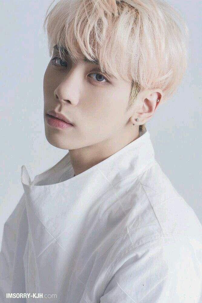 تقرير عن فرقة Shinee K Pop كيبوب Amino Jonghyun Shinee Shinee Jonghyun