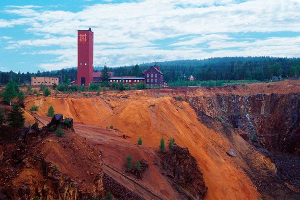 Falu gruva, an old copper mine in the heart of Sweden. Falun is the town in which I live! <3