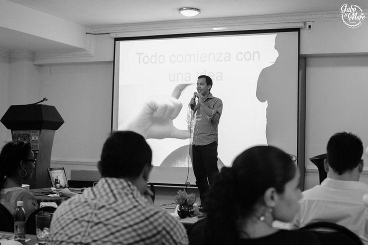 Gabo como ponente en el Seminario de Twitter para Negocios, organizado por la Agencia King Com, en la ciudad de Barranquilla! #fotografíadebodas #weddingphotography #weddings #bodas #fotografía #barranquilla #colombia