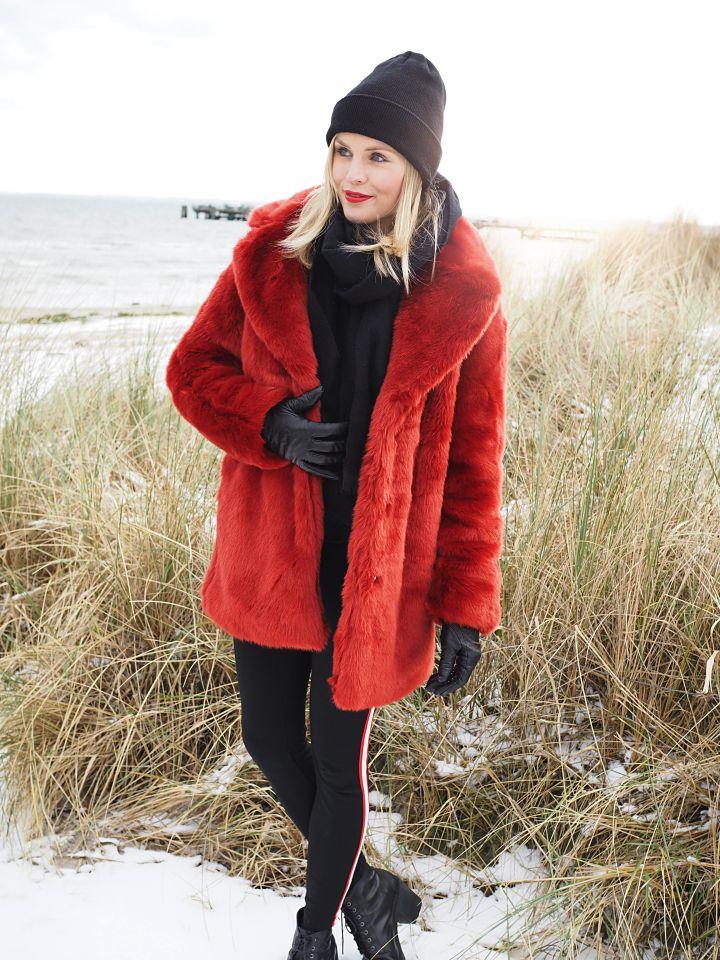 roter Faux Fur | Schnürstiefeletten, Mantel und Modisch