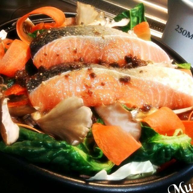 鮭ニ切れ残ってた!! 野菜とちゃんちゃん焼きにしよ!! 今夜はごまドレと八丁味噌で味付け♪ これが意外と美味しいのよ♪ - 84件のもぐもぐ - 美味しいゴマどれで鮭と野菜のちゃんちゃん焼き風♪ by MUNI3