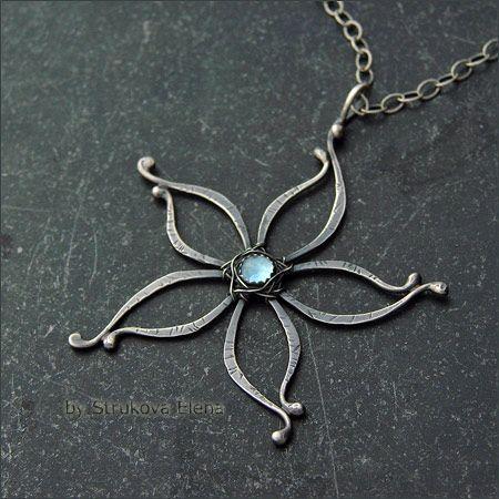 Pretty wire flower creatively woven into a pendant by Strukova Elena - кулон