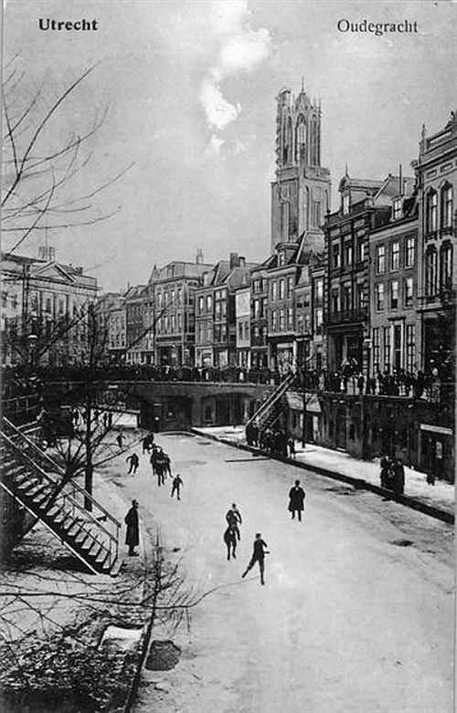 """Winter in Utrecht   De Oudegracht 1908   """"De winter was lang, eenzaam en koud"""""""