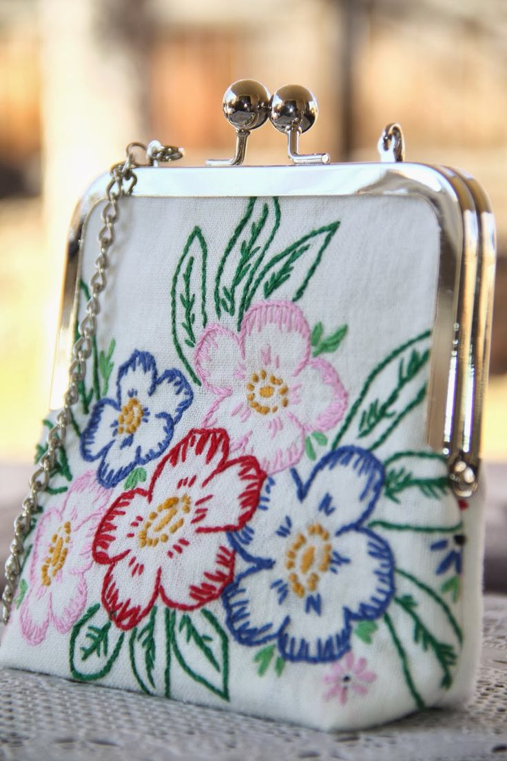 Isa Creative Musings: Vintage Embroidered Linen Clutches at Pink Attic Cat
