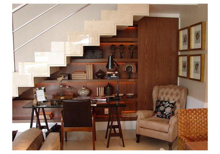 Prateleiras adaptadas na escada - Prateleira, Sob Medida, Adaptada, Escada, Móveis Planejados
