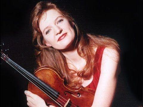 ▶ Rachel Podger on Bach: Stylistic Subtleties - YouTube