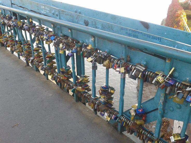 nasze kłódki na moście we Wrocławiu. www.upominki.biz.pl  www.feniks-feniks.pl