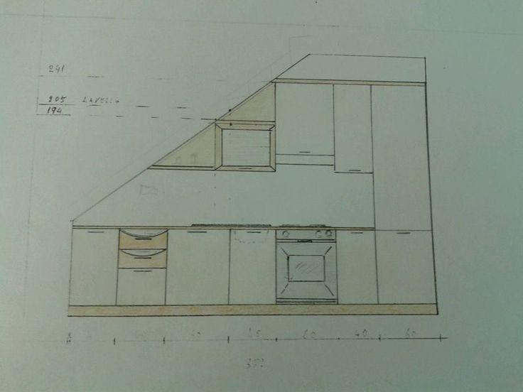 Progetto di una cucina. Una composizione un pò particolare è stata realizzata sotto una scala. Prima del progetto è stata misurata in altezza  la cliente.