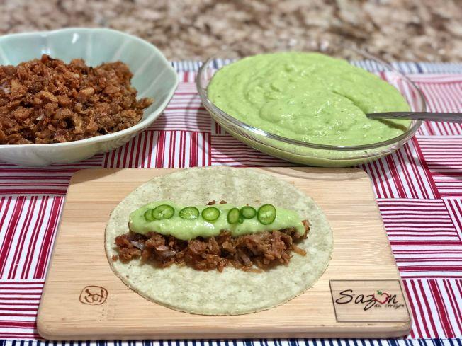 Tacos De Chicharrón Prensado Con Salsa De Aguacate Y Tomate Verde Tacos De Chicharron Chicharrones Receta De Chicharron Prensado