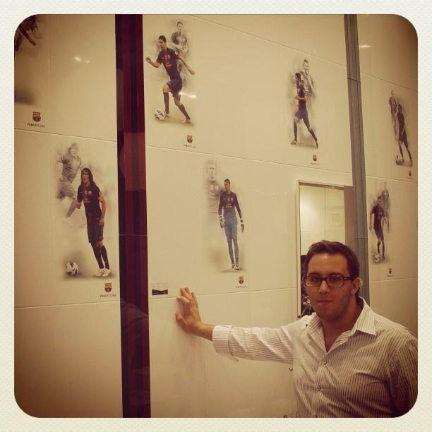 #Kypriotis #Design #Innovation #Bathroom #Tiles   Ο Κυπριώτης Δημήτρης φωτογραφίζετε, στην έκθεση Cersaie 2012, με σειρά πλακιδίων τα οποία απεικονίζουν την ομάδα της Μπαρτσελόνα