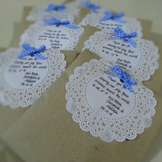 Wedding favours for the guests!  Of brown paper, paper doileys and gingham ribbons. ♡