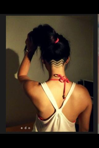 Love how she didn't do a straight line across the back of her head then cut the zigzag pattern into the shaved part. Using the zigzag cut as the defining line between long hair and buzz cut and then continuing with that pattern in varying, fading lengths, makes it a softer transition from long hair to undercut. More feminine, less like a bowl cut.