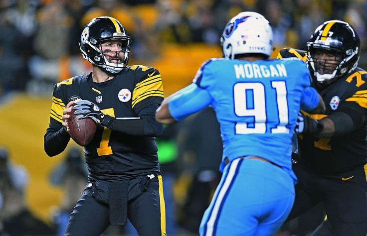 Roethlisberger throws four TD passes as Steelers rout Titans