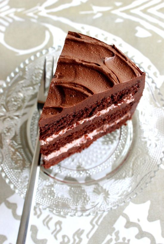 Dark Chocolate Raspberry Layer Cake / Chokladtårta med hallonfyllning - http://www.mytaste.se/r/dark-chocolate-raspberry-layer-cake-chokladt%C3%A5rta-med-hallonfyllning-9654156.html