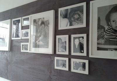 Bekijk de foto van Martijne1971 met als titel Ik heb een plaat underlayement met verdunde verf in de kleur mauve geschilderd en opgehangen in mijn gang. Hier hangen allemaal foto's in lijstjes van mij en mijn kinderen en andere voor ons belangrijke zaken. Slechts 4 gaten in de muur en kan onbeperkt schroeven of spijkeren in het hout. en andere inspirerende plaatjes op Welke.nl.