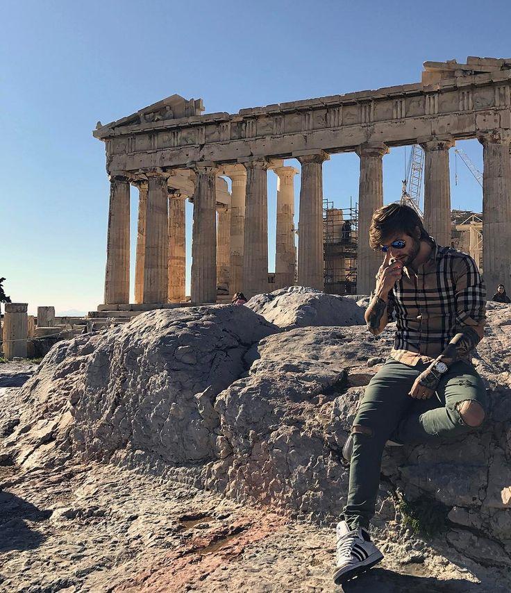 Acrópoles de Athens👑🇬🇷😎 #athens #grecia #europa #vacaciones #ferias #life #dialindo #burberry #adidas