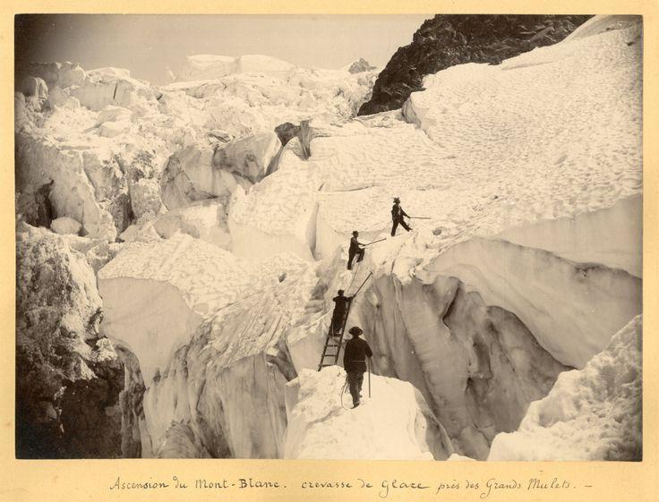 France, Mont-Blanc, l'ascension près des Grands Mulets, crevasses de glace     #Europe #France_Nouveautés #Alpes