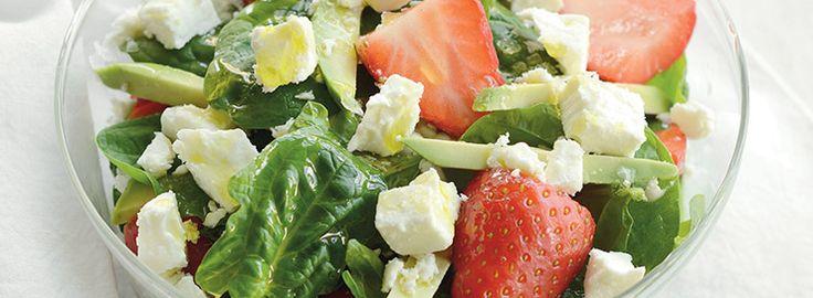 La salade de fraises aux pousses d'épinards et féta