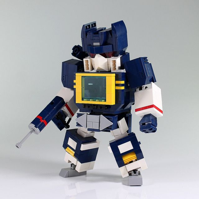 Autobots inferior, Soundwave superior!
