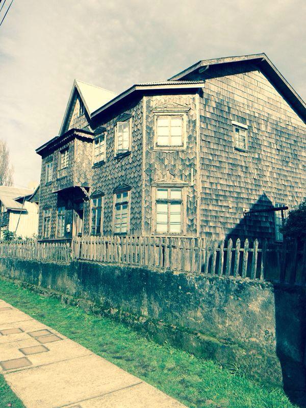Acaho, Casas de tejas para protegerse de la lluvia y el viento... Achao, Chiloe-Chile
