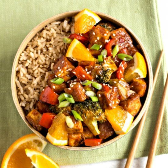 Sweet and spicy orange tofu, made with freshly squeezed orange juice! So much flavour.