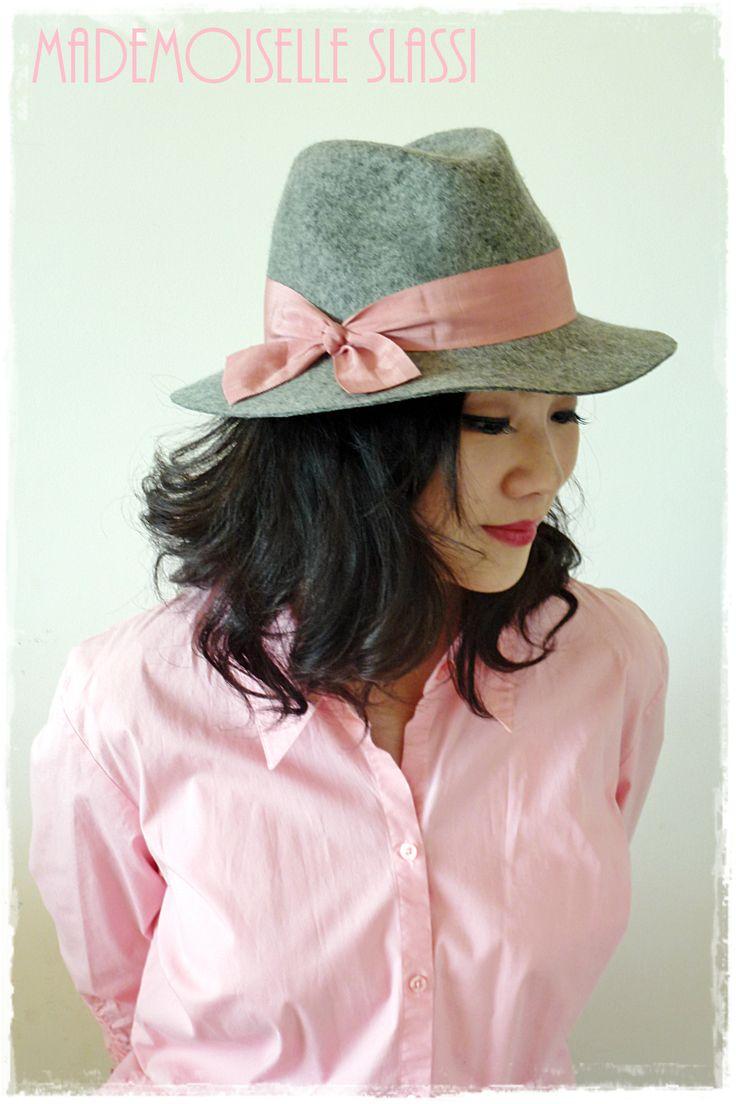 Light grey wool felt hat with pink grosgrain ribbon. Mademoiselle Slassi (Paris)
