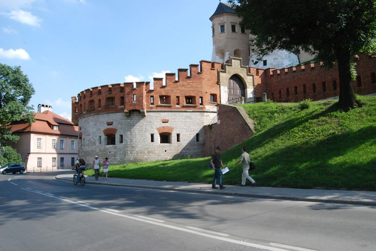 Austrian began to fortify Cracow in 1850. This works in Lesser Poland had preceded for several years constraction of Przemyśl Stronghold. Some researchers think that intention of Austrian was to control their new conquest. Monarchy had gained Cracow in 1846. It seems that the real purpose for constraction of new stronghold was necessity of defense tracks leading off Wiena. To control the city, Austria needed only some forts.