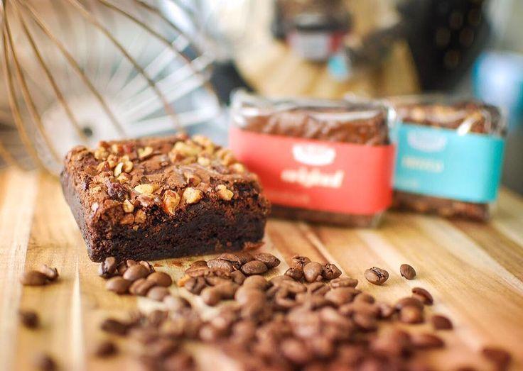 Nós ❤️ café!  Quer melhor combinação que um ☕️cafezin + brownie de…