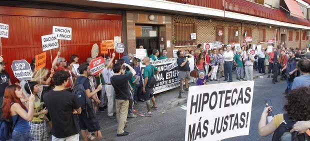 Dos tribunales desoyen al Supremo y dictaminan a favor de afectados por el IRPH - Noticias24us.com      Facebook Twitter Google+ Pinterest LinkedIn WhatsApp Vecinos intentan paralizar un desahucio en Ciudad Lineal (Madrid). (JORGE PARÍS) Ampliar La decisión http://noticias24us.com/dos-tribunales-desoyen-al-supremo-y-dictaminan-a-favor-de-afectados-por-el-irph/?utm_campaign=crowdfire&utm_content=crowdfire&utm_medium=social&utm_source=pinterest