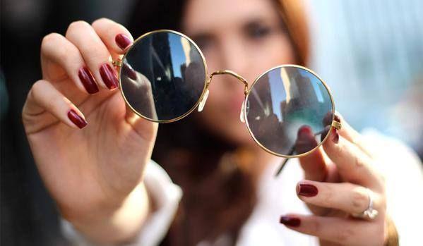 CONSEJOS PARA ELEGIR BIEN TUS GAFAS O LENTES  En mi nuevo artículo para @SoySaludable quiero compartir contigo algunos consejos sobre como elegir uno de los accesorios (después del maquillaje) mas importantes para nuestro rostro: las gafas o lentes (ya sean de sol o de graduación).  Te invito a leer mi mas reciente texto para que, como siempre, puedas usar la moda a tu favor y asi poder verte ESPECTACULAR en todo momento.  http://soysaludable.com/consejos-para-elegir-bien-tus-gafas-o-lentes/