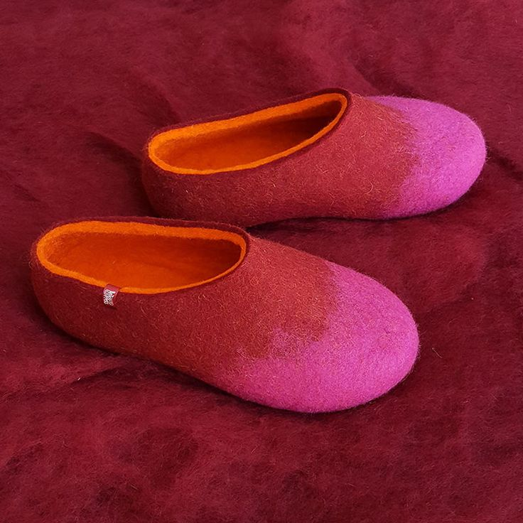 Best slippers for women, wool clogs, womens house slippers,  wool felt slippers, cool slippers, comfy feet shoes, cute slippers, colorful by Wooppers on Etsy