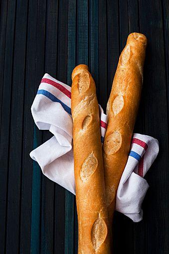 今回は「おしゃれで簡単♪フランスパンを使ったバケットサンドレシピ28選☆」をご紹介します。フランスパンの一種であるバケットは細長い形でパリパリした表皮が特徴のパンです。「フランスパンと言えばバケット」のイメージの方も多いですよね。ランチやお弁当にぴったりなバケットサンドを作ってみませんか?