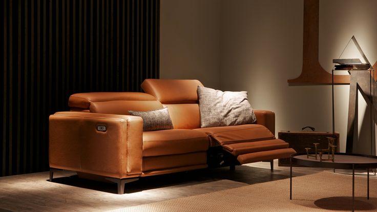 Evoque è il divano in pelle con doppio meccanismo reclinabile elettrico.