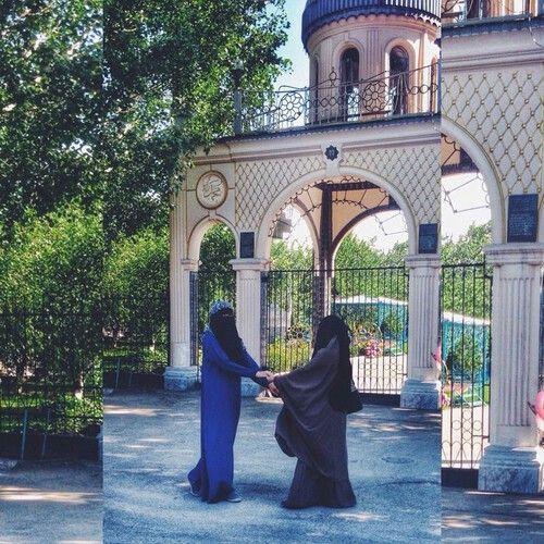 Muslimah sisters in niqab