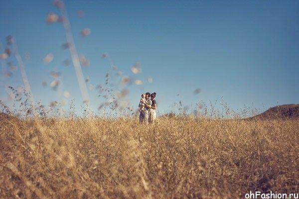 Идеи семейного фото. Фотографы Sloan - семья посреди пшеничного поля