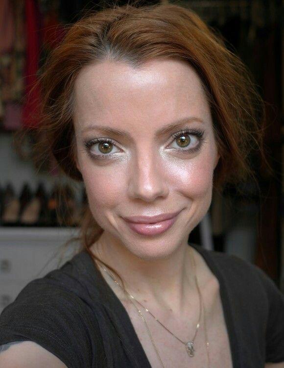 De TV Petiscos; maquiagem iluminadora + penteado.