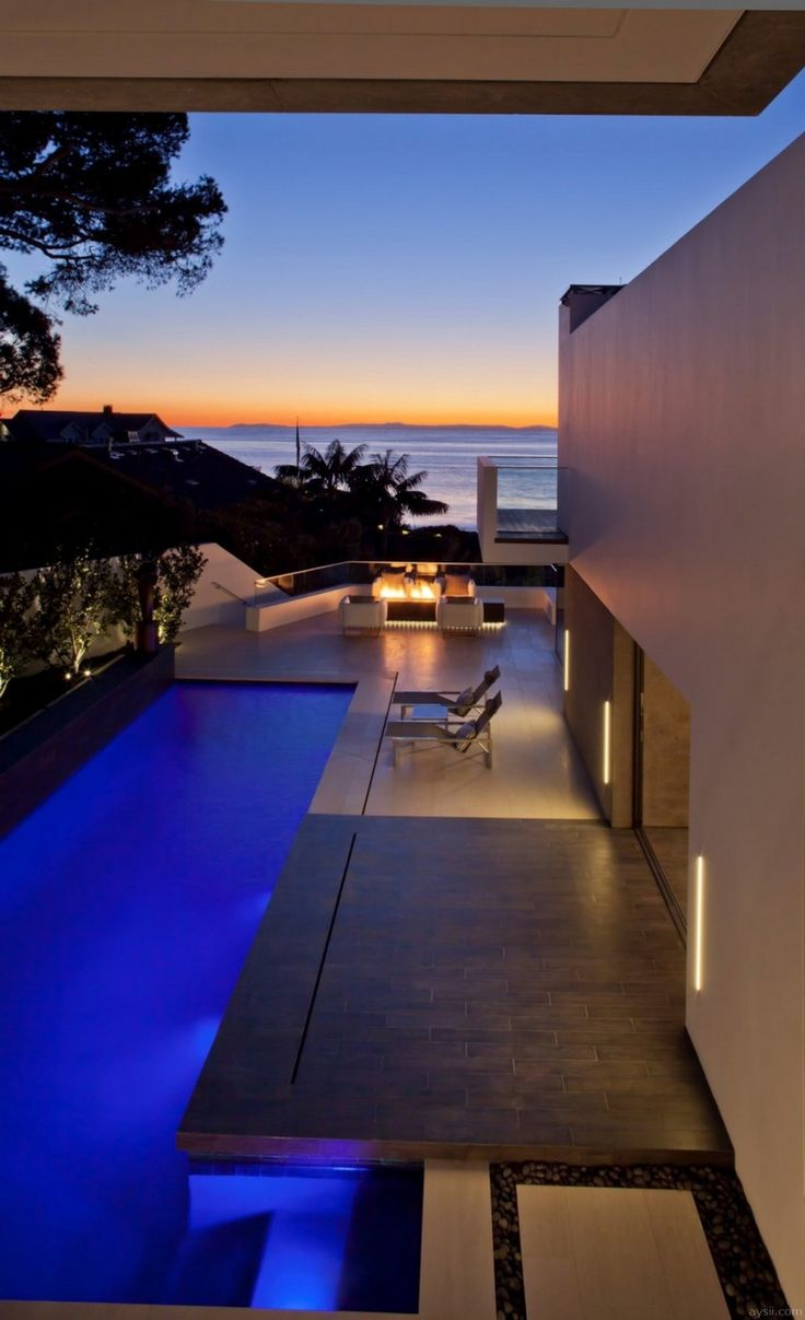Oceanfront House - Backyard With Minimalist Pool
