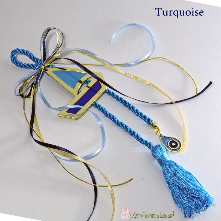 Ελληνικό, χειροποίητο γούρι σε γαλάζιο και μπλε. Το γούρι αποτελείται από ένα μεταλλικό καράβι με μπλε και γαλάζιο σμάλτο, δεμένο με σατέν κορδέλες πάνω σε μία εντυπωσιακή γαλάζια φούντα. Στην άκρη της φούντας κρέμεται ένα μεταλλικό μάτι με γαλάζιο και μπλε σμάλτο. Περισσότερα γούρια και υλικά για γούρια θα βρείτε στο www.lucas.com.gr . Greek handmade metal good luck boat charm, with blue and light blue enamel, ribbons, a light blue tassel and a metal evil eye with light blue and blue ena