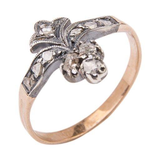 Victoriaanse ring met diamant.