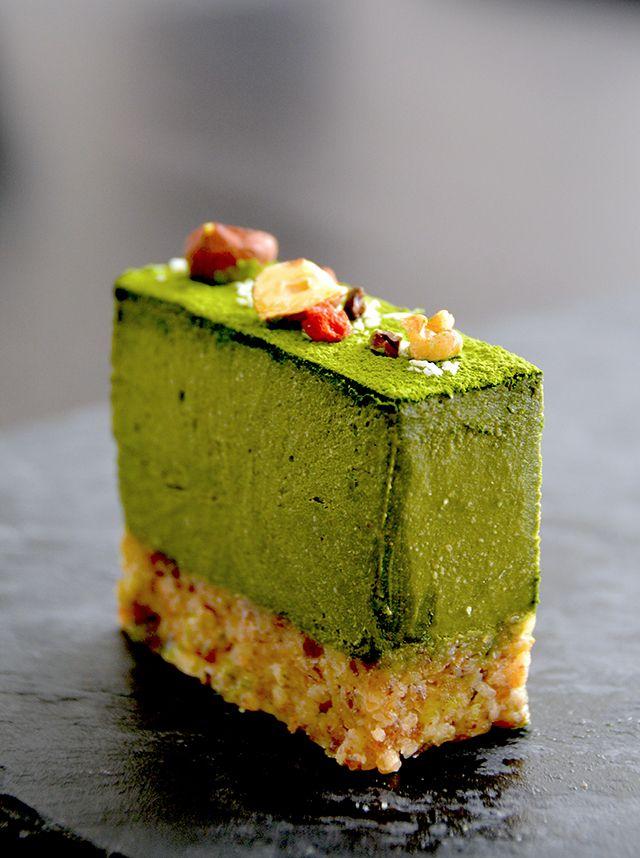 抹茶のロー・セミフレッドケーキ