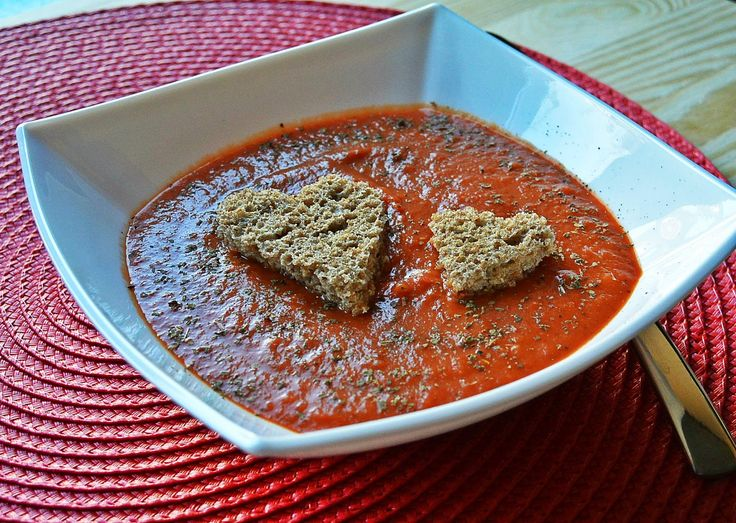 Creamy tomato soup with croutons